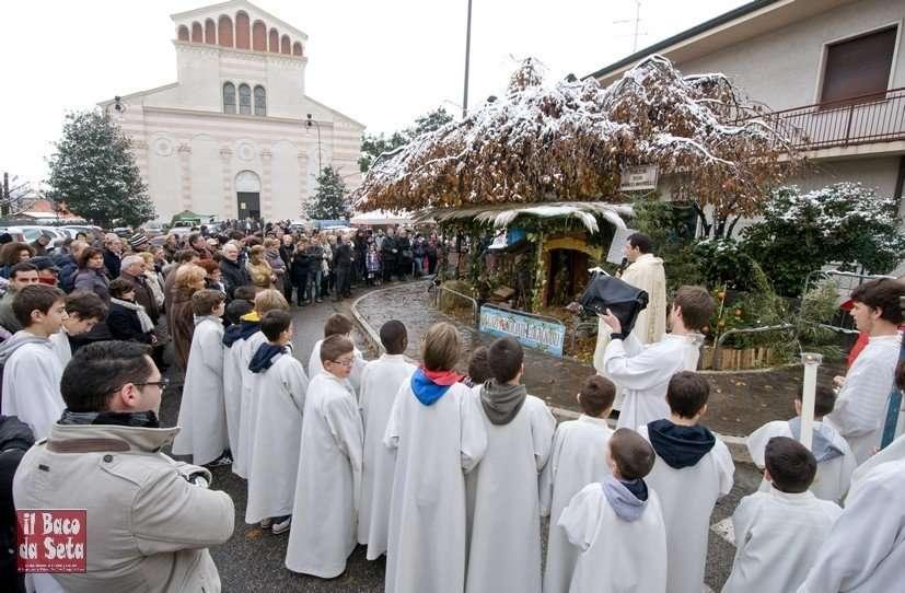 Benedizione presepe lugagnano don roberto tortella 8 dicembre 2012 (2)
