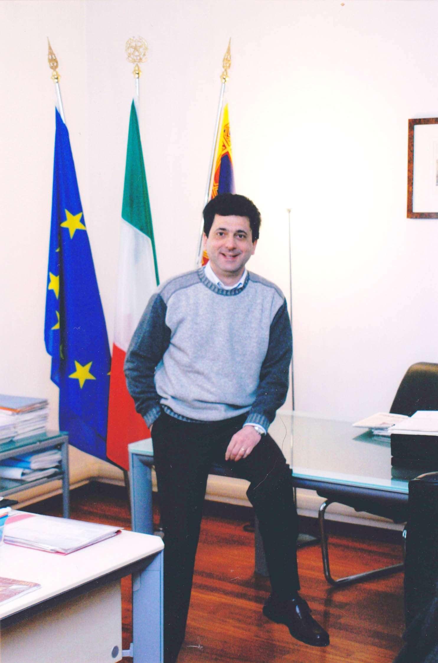 Flavio Bonometti nel suo ufficio da Sindaco