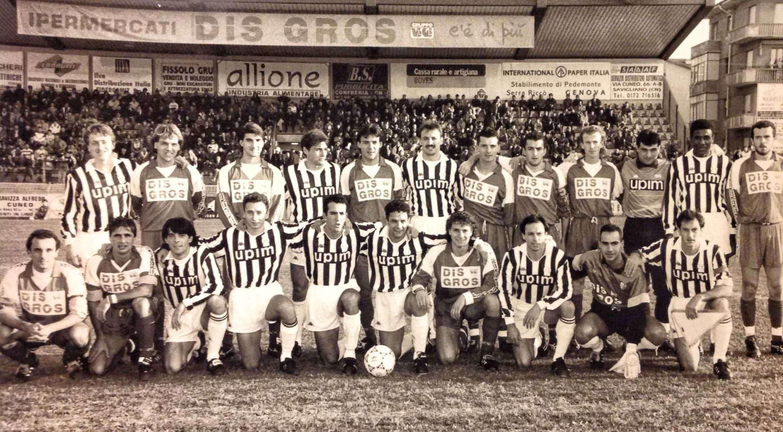 Amichevole Juventus-Cuneo. Zerpelloni è il secondo da sinistra in alto abbracciato a Marocchi