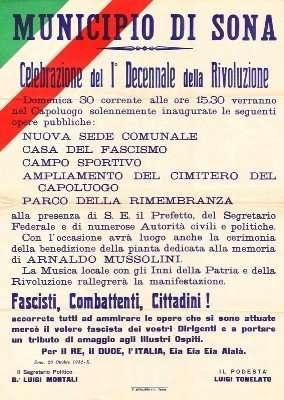 Il manifesto che annunciava i festeggiamenti per il decennale della rivoluzione fascista. Sopra la piazza di Sona