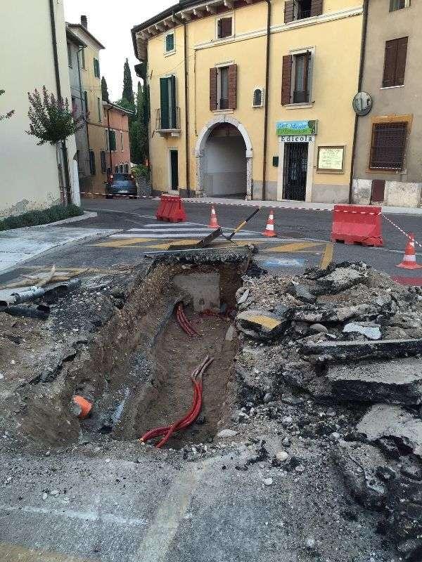 scavo davanti comune guasto linea (2)