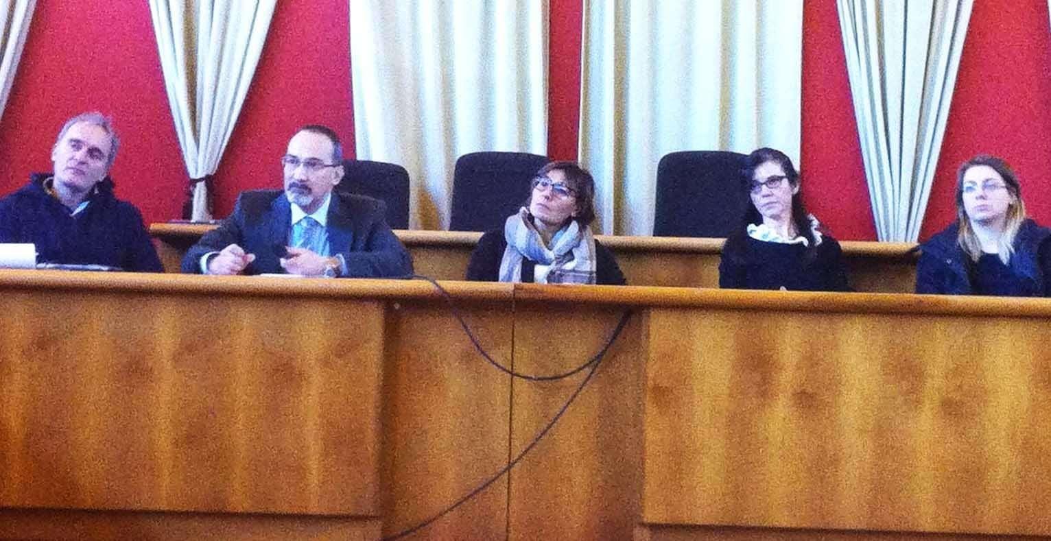 Nelle foto l'incontro che si è tenuto in sala consigliare a Sona con il Dirigente Squarzoni