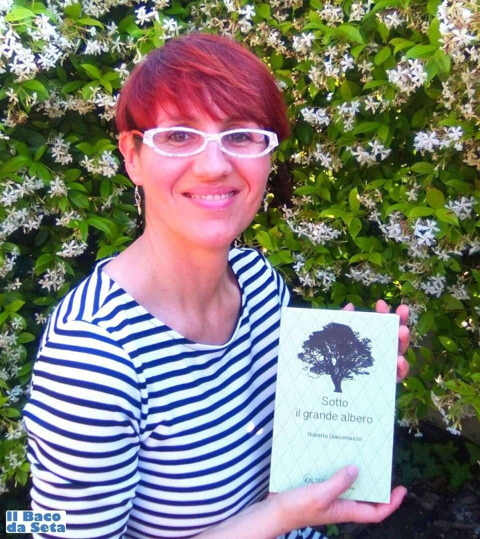 """Roberta Giacomazzo con il suo libro """"Sotto il grande albero"""""""