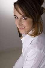 Francesca Botti. Sopra, un momento della commedia a Villa Trevisani a Sona