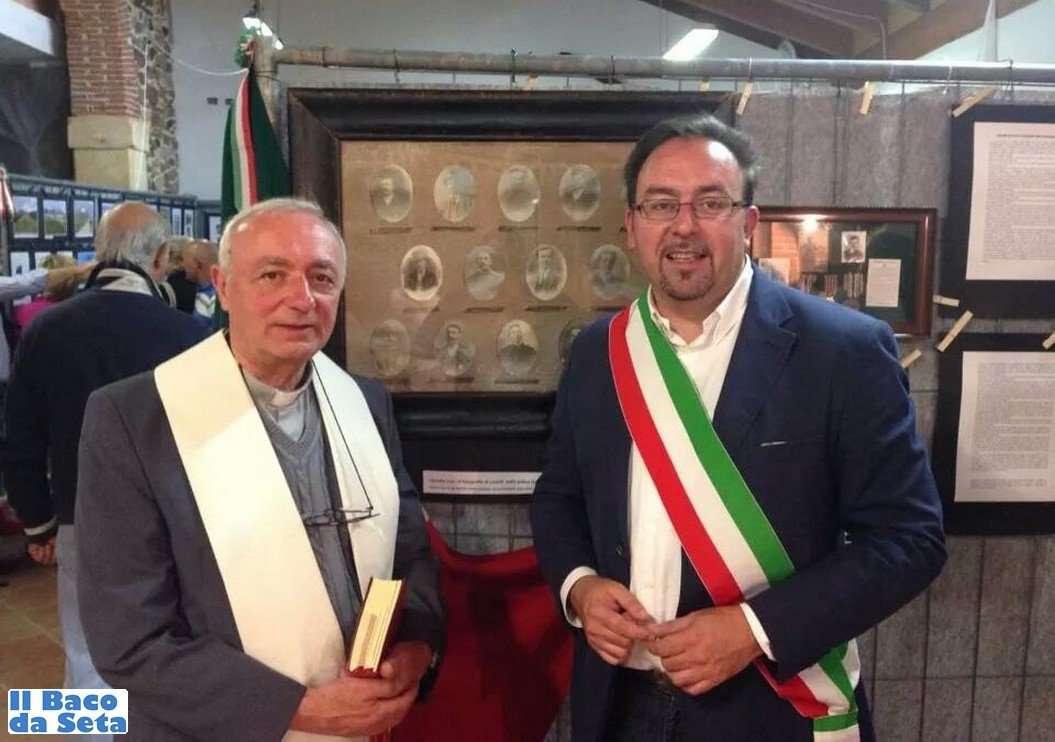 sindaco-gianluigi-mazzi-parroco-palazzolo-bellesini-sagra-2014